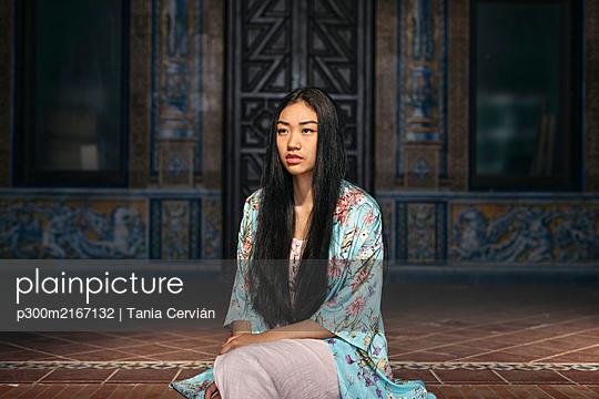 Young asian woman with kimono - p300m2167132 von Tania Cervián