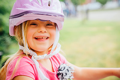 Smiling Mixed Race girl wearing helmet - p555m1303910 by Inti St Clair