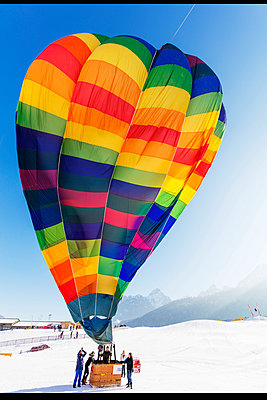 Europe, Switzerland, Vaud, Chateau-d'Oex, International hot air balloon festival, - p652m1487632 by Christian Kober