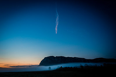 Vapour trail over Pic Saint-Loup - p829m972339 by Régis Domergue