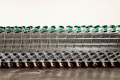 Shopping trolleys - p971m947643 by Reilika Landen