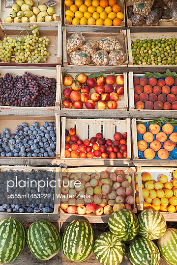 Crates of produce for sale - p555m1453222 by Walter Zerla