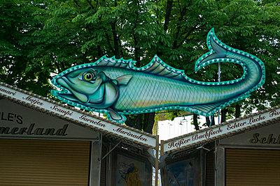 Fisch Schild - p1199m1477498 von Claudia Jestremski