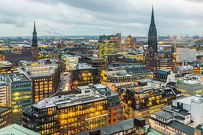 Germany, Hamburg, Cityview, St. Catherine's Church, St. Nicholas' Church - p300m1562677 by Kerstin Bittner