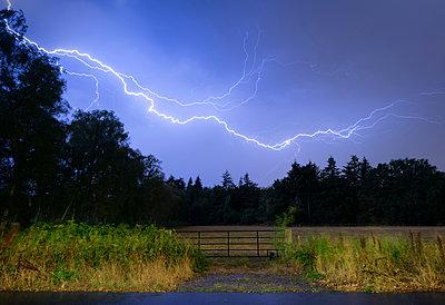 Thunderstorm at night over Mastbos woods, Breda, Noord-Brabant, Netherlands - p429m2023154 by Mischa Keijser