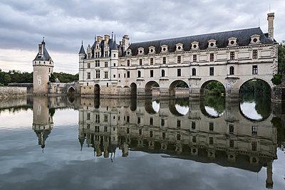 Chenonceau castle reflected in the Loire, UNESCO World Heritage Site, Chenonceaux, Indre-et-Loire, Centre, France, Europe - p871m1448369 by francesco vaninetti