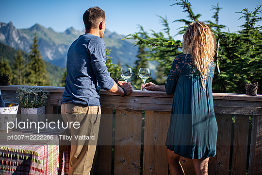 Young couple drinks wine on the terrace - p1007m2222286 by Tilby Vattard