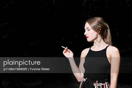 Smoking cigarette - p1149m1584935 by Yvonne Röder