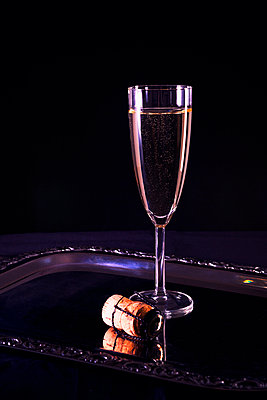 Glass of champagne - p1149m2039132 by Yvonne Röder