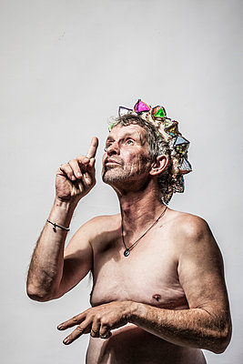 Man with a crown - p403m933314 by Helge Sauber