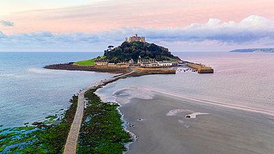 St. Michaels Mount, Marazion, Cornwall, England, United Kingdom, Europe - p871m1499972 by Gavin Hellier