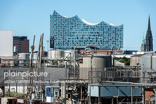 Blick auf die Elbphilharmonie - p229m1586883 von Martin Langer