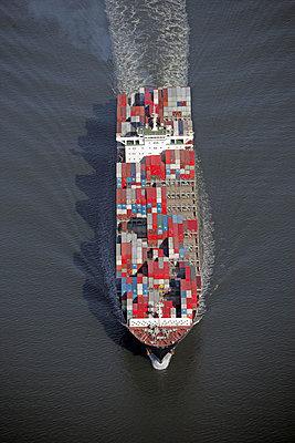 Containerschiff in der Elbmündung bei Neuwerk - p1016m741943 von Jochen Knobloch