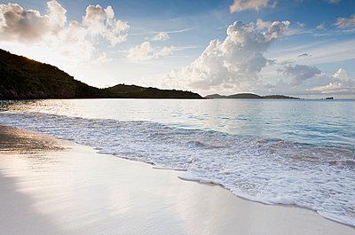 Beach by mountain - p1427m2186455 by Chris Hackett