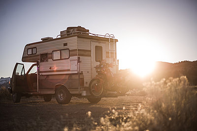 Campervan carrying touring motorcycle behind parked in desert, Sierra Nevada, Bishop, California, USA - p924m2074255 by Alex Eggermont