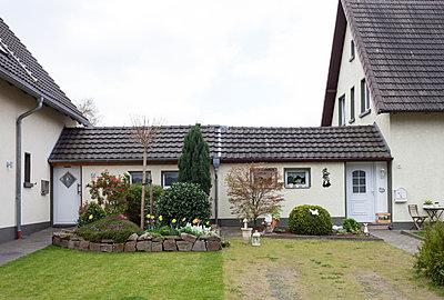 """Haus in der Arbeitersiedlung """"Dahlhauser Heide"""" in Bochum - p105m1025450 von André Schuster"""