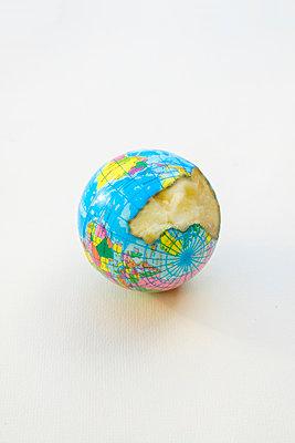 Rotten Earth - p1228m2222535 by Benjamin Harte