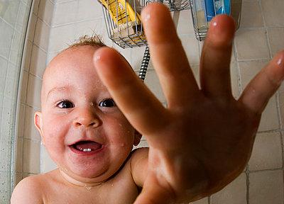 A baby having a shower Sweden - p5751653f by Fredrik Schlyter
