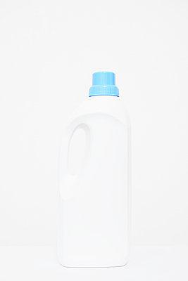 Detergent - p797m995600 by Claudia Casagrande