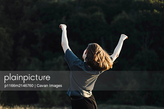 Beautiful portrait of a young stylish woman on a sunny day in au - p1166m2146760 by Cavan Images