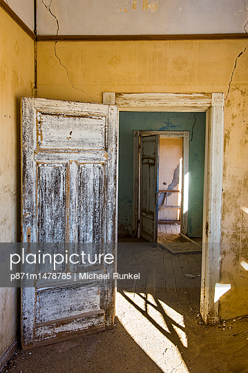 Interior of a colonial house, old diamond ghost town, Kolmanskop (Coleman\'s Hill), near Luderitz, Namibia, Africa