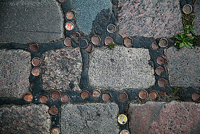 Kronkorken in Admiralsbrücke - p1495m1591357 von Uwe Arens