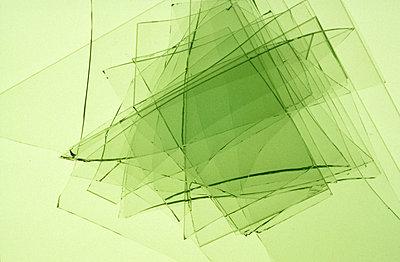 Grünes Glas übereinander - p2370701 von Thordis Rüggeberg