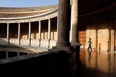 Charles V 's Palace in the Alhambra - p8714141 by Godong