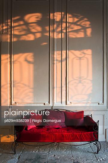 Stone floor - p829m938239 by Régis Domergue