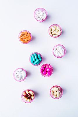 Pills - p1149m1590410 by Yvonne Röder