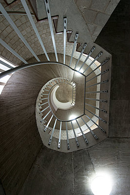 Winding staircase - p427m1132684 by Ralf Mohr