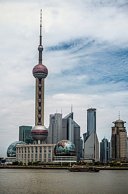 Pearl Tower in Shanghai - p741m892089 by Christof Mattes