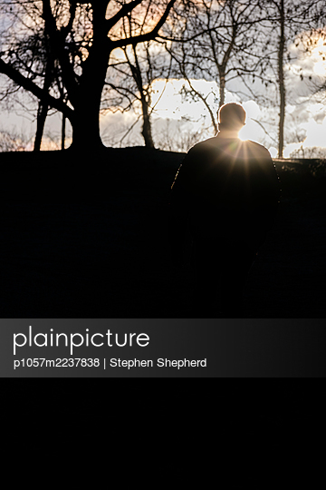 Great Britain, Silhoutte of a man in the evening - p1057m2237838 by Stephen Shepherd