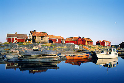 Cottages in the archipelago. - p31215732f by Jeppe Wikström