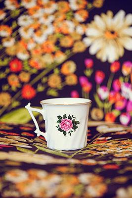 Tasse mit Goldrand - p904m1020413 von Stefanie Päffgen