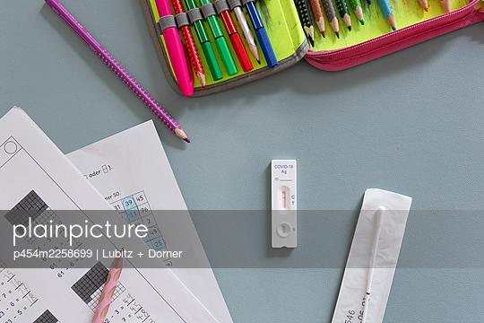 Covid test at school - p454m2258699 by Lubitz + Dorner