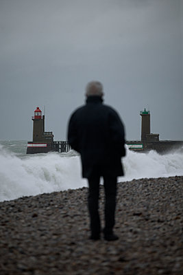 Old man looking at the sea - p1028m2133492 by Jean Marmeisse