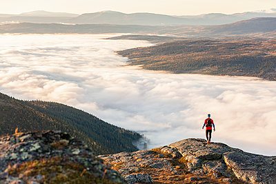 Hiker looking at view - p312m1187727 by Niclas Vestefjell