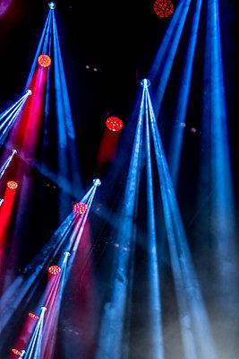 Scheinwerferlicht - p401m2013543 von Frank Baquet