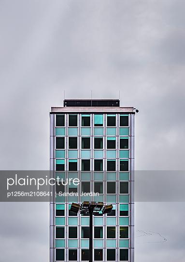Wohnblock in Berlin - p1256m2108641 von Sandra Jordan