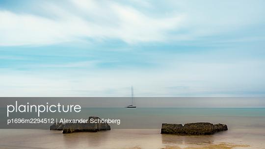 Silent coast - p1696m2294512 by Alexander Schönberg