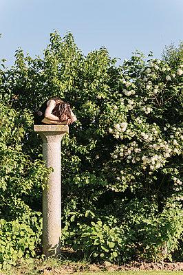 Yogapose auf dem Sockel - p1085m987286 von David Carreno Hansen