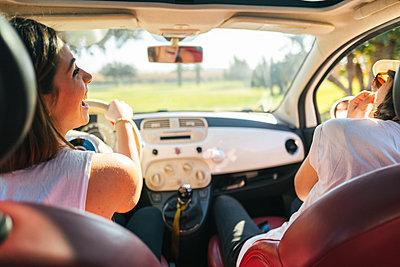 Two women driving in car - p1165m1222156 by Pierro Luca