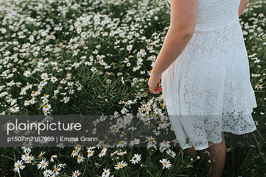 In a flower dream - p1507m2167999 by Emma Grann