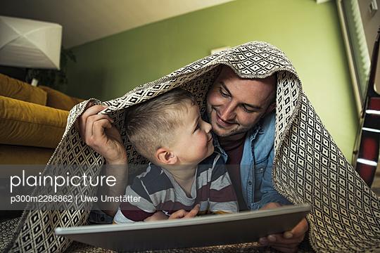 deutschland,mannheim,lifestyle,people,family,zuhause - p300m2286862 von Uwe Umstätter