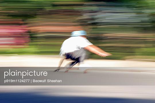 Skater - p919m1124277 von Beowulf Sheehan