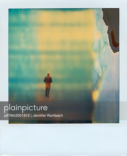 Mann am Meer - p979m2001815 von Jennifer Rumbach