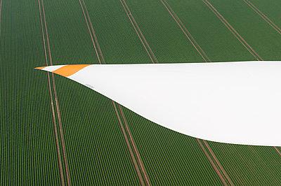 Rotorblatt eines Windrades - p1079m881288 von Ulrich Mertens