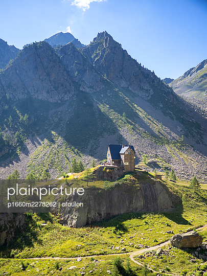high mountain refuge in piedmont, italy, in summer - p1660m2278262 by ofoulon