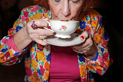 Close-up of an old lady drinking a cup of coffee - p1540m2100939 by Marie Tercafs